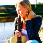 Gerda Blanca Anna mit Gitarre